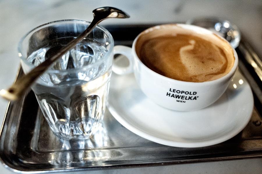 Cafe-Hawelka-Melange.jpg