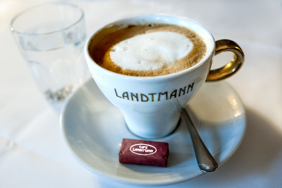 Cafe-Landtmann-Melange.jpg_backup